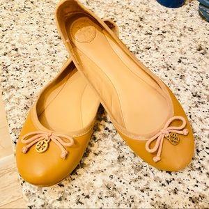{Tory Burch} Tan Ballet Flats SZ 8.5